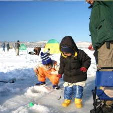 【今シーズンは終了しました。】霊仙寺湖「わかさぎ」の氷上穴釣り!!<br />