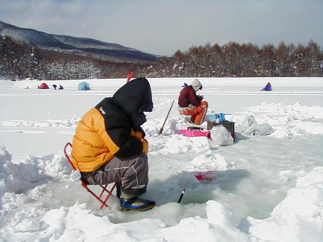 【終了いたしました】霊仙寺湖「わかさぎ」の氷上穴釣り